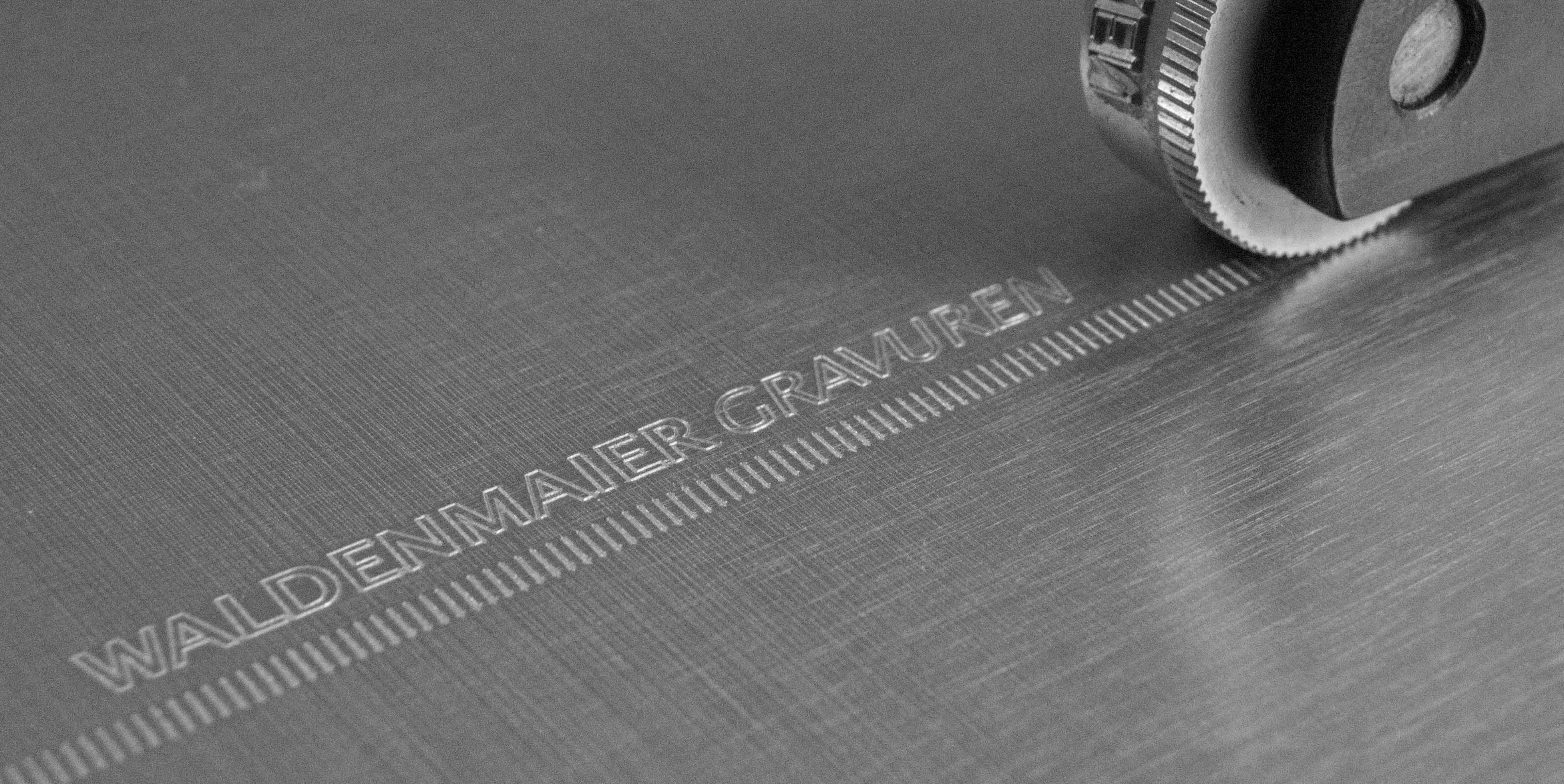 Prägerolle zur Umfangbeschriftung. Prägerolle zur Teilekennzeichnung. Signierrolle zur Endlosbeschriftung bzw. Stangensignierung.